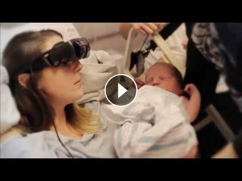 Ontroerend, blinde vrouw ziet haar baby voor het eerst